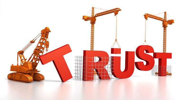چگونه اعتماد دیگران را به دست بیاوریم؟