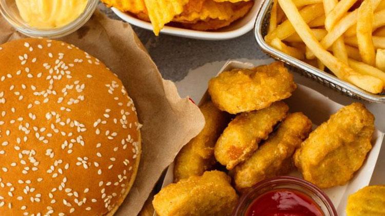 آیا غذاهای چرب باعث افسردگی و کاهش سروتونین میشوند؟