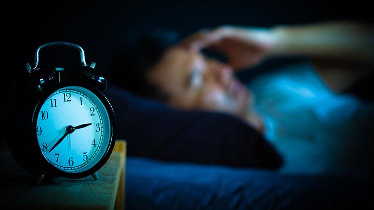 سوال و پاسخ (  آیا بیخوابی روی سیستم متابولیسم بدن میتواند تاثیر بگذارد؟)