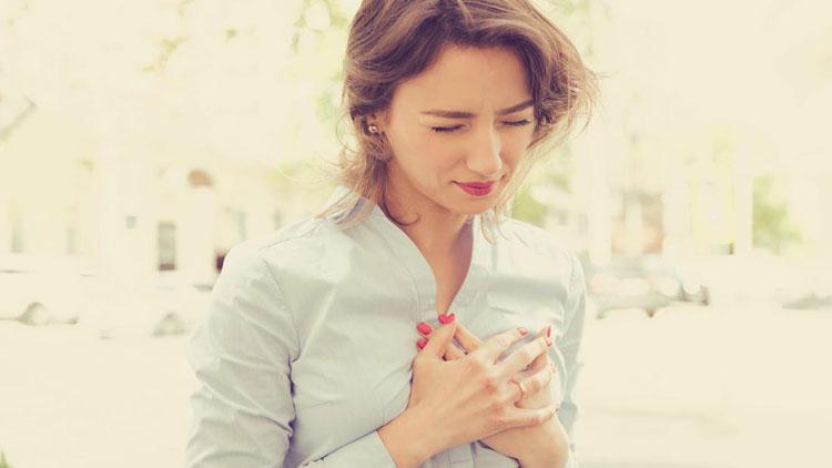 علائم حمله قلبی در یک زن چیست؟