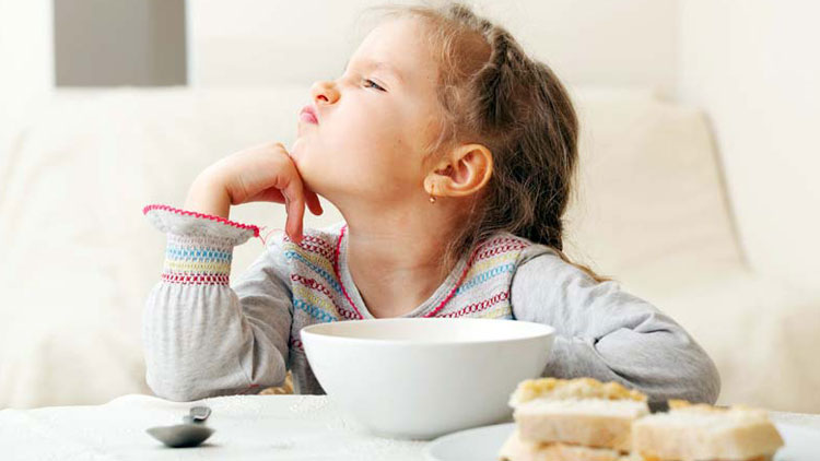 اگر کودک شما غذا نمیخورد چه کاری میتوانید بکنید؟