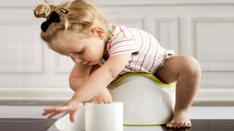 ۴ راهکار درمان یبوست در کودکان