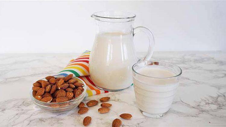 فواید شیر بادام برای کودکان