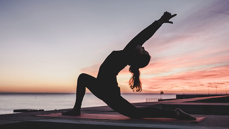 چگونه میتوان از یوگا برای بهبود اسپوندیلیت انکیلوزان استفاده کرد